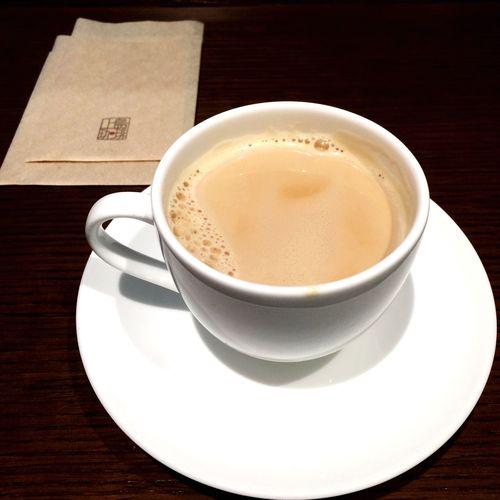 あけましておめでとうございます。雪の中の初詣帰り、温かいコーヒーで休憩してます。おみくじを引いたら「新しいことは始めるな」とお告げが…。困ったな…。