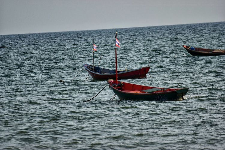 Red Sea Nautical Vessel Flag Outdoors Day No People Water Nature Gondola - Traditional Boat EyeEm Thailand Travel Thailand Thailand Photos Beauty In Nature