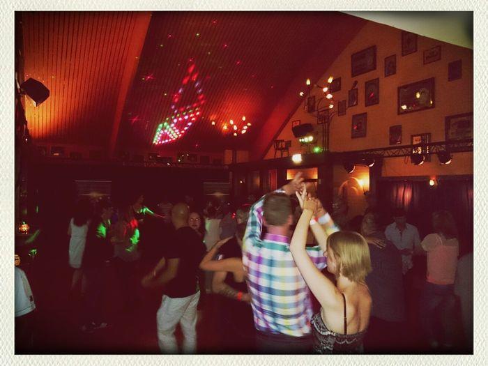 people bailando Merengue