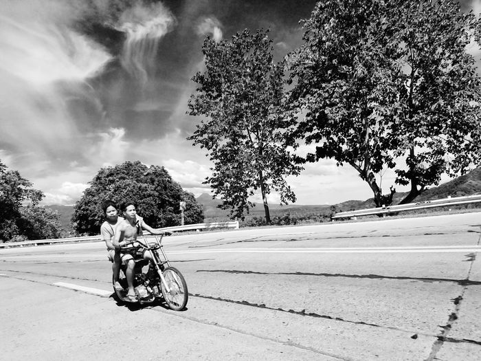 The road to SUCCESS is never came from comfort zone. Streetphotography Urbanphotography Street Photography Streetphotography Streetart Street Fashion Streetphoto Streetphoto_bw Bnw_collection Xperiaphotography XperiaXperformance XPERIA Xperiagraphy Xpph SXPPH Mobile Photography Koronadal City Mobilephotography Eyeem Philippines EyeEm Gallery Week On Eyeem Week Of Eyeem Image Collection Two Is Better Than One Urban Landscape Urbanphotography