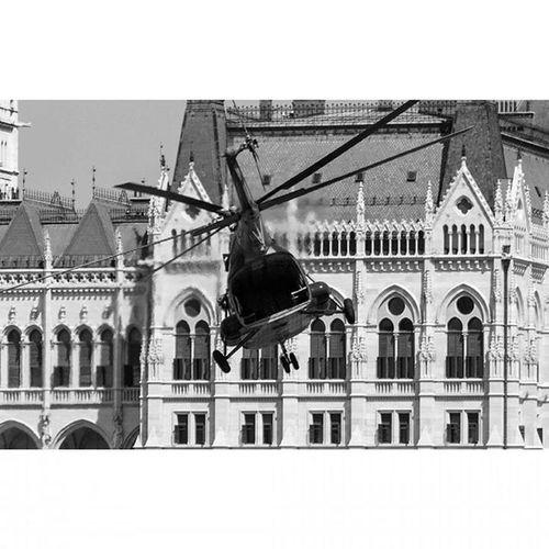 @nocrop_rc Rcnocrop Instasize Hot Toohot Budapest Buda Rakpart Airrace RedBull RedBullRacing Mik Plane Duna Sportmindig Ikozosseg Instagood Blackandwhite Helicopter Parliament Black @redbullairrace http://sportmindig.hu/red_bull_air_race_budapest_2015