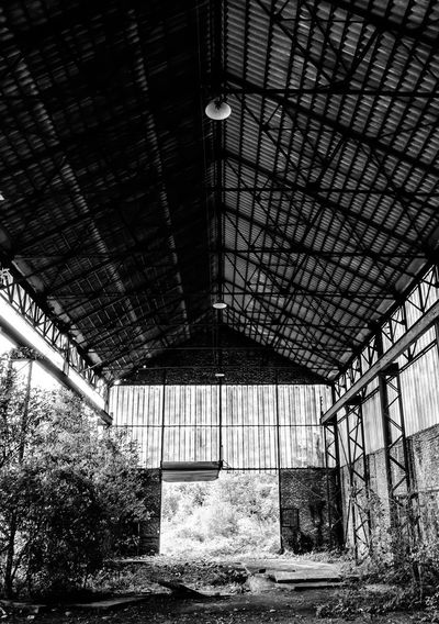 Deserted building at the chaudronnerie complex in Belgium. Abandoned Places Black & White Decay Derelict Urban Exploration Abandoned Abandoned Buildings Black And White Blackandwhite Blackandwhite Photography Chaudronnerie Decaying Derelict Building Deserted Urbanexploration Urbex