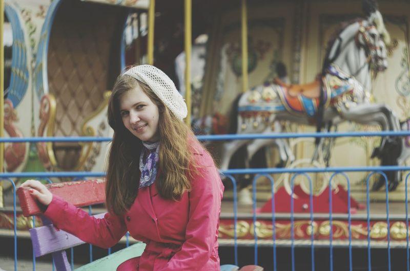 карусели смешная влюбленная приятно воспоминания  люблю отдых осень прекрасна 🌾🍂🍃 Осень 🍁🍂 идеи для фото