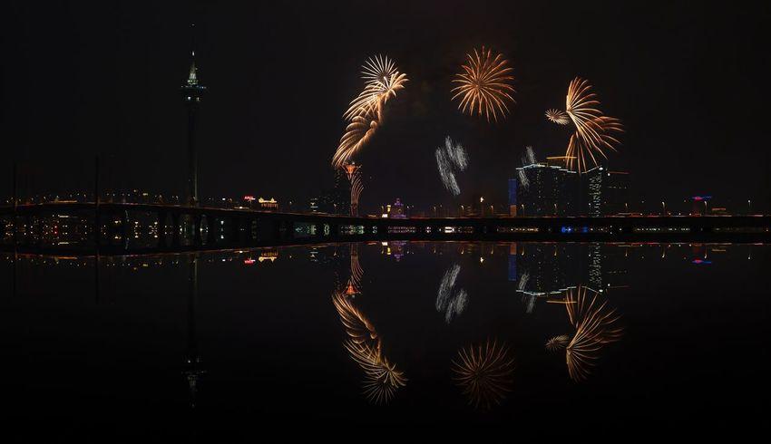 好心情(1) EyeEm Selects Night Illuminated Reflection Firework Architecture Firework Display