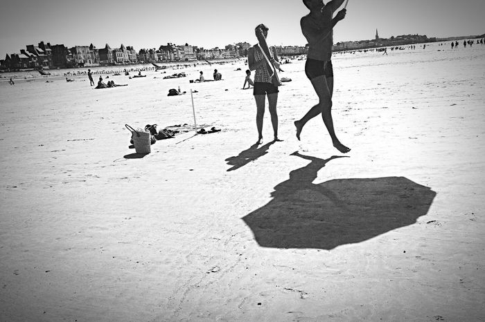 Umbrella fly... Beach AMPt - Shoot Or Die Capture The Moment Life Is A Beach Extreme Sports Performance Street Life Streetphoto_bw Street Photography