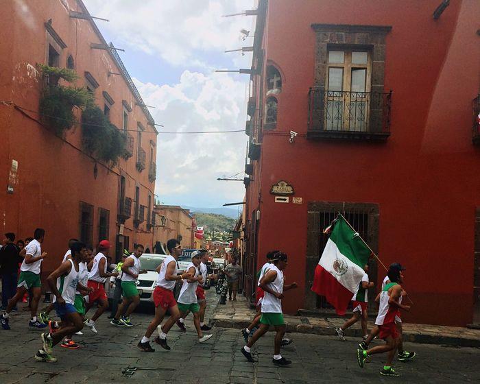 San Miguel De Allende Carrera De La Independencia Viva Mexico Muera El Mal Gobierno On The Road