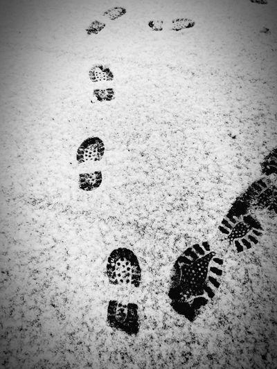 Ég og þú ❣️ Foot Prints In Snow Foot Prints Shoe Prints Outdoors No People Track - Imprint Childhood Babyhood Motherhood Moments Motherhood Motherhood In Nature