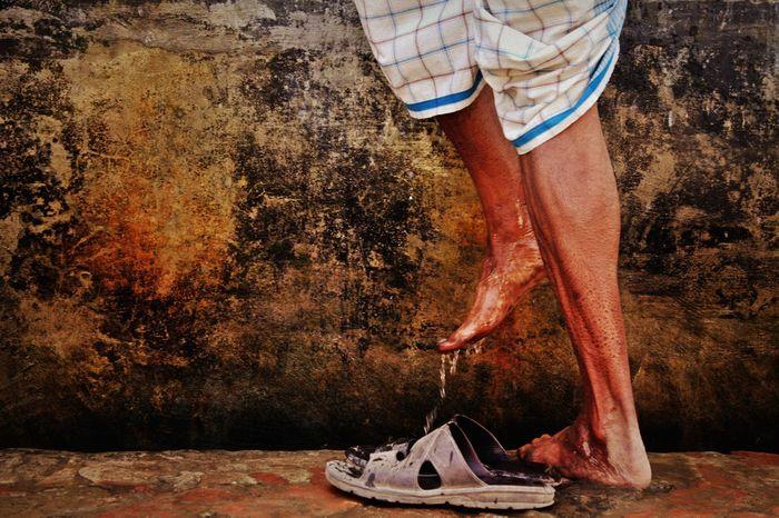 অযু ôzu (Ablutions) Abduction Ablution Ablutions Ethinicity EyeEm Bangladesh EyeEm Best Shots EyeEm Gallery EyeEm Masterclass Feet Human Body Part Human Leg Hygiene Islam Islamic Islamic Culture Leg Muslim Muslim Culture Muslim❤️ One Man Only Only Men People Shoe Streetphotography Wudu