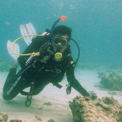 Ikutan challenge ________________________________________ Narsis dulu walau di underwater ________________________________________ Sonyxperiaid JagoanSelfie Proselfie TravelHappyMoments ====================================