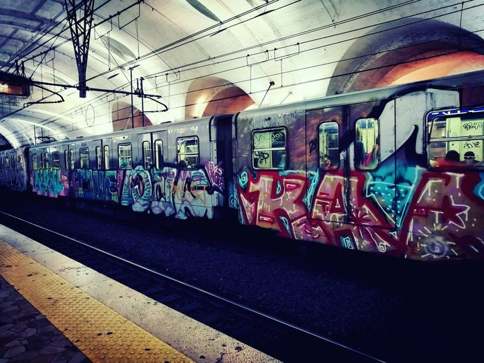 Metropolitana Metrob Roma Public Transportation Graffiti Graffiti Art Waiting For A Train Latoartistico