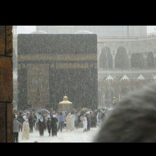 Mekke' de yağmur... Allah' im sen gidemeyen herkese gitmeyi nasip et. Mekke Medine Aşkislamda Huzur Sadece Namazda