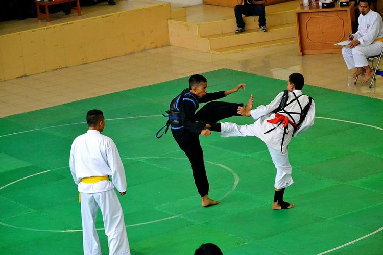 Capture The Moment Gotcha, ......eat this. The match of Silat martial art. Mayor Pekanbaru Cup 2015 Sport In The City Silat Sport Martial Arts Match Nikonphotography Fight Fighting Nikon 300mm F/2.8 G VR II