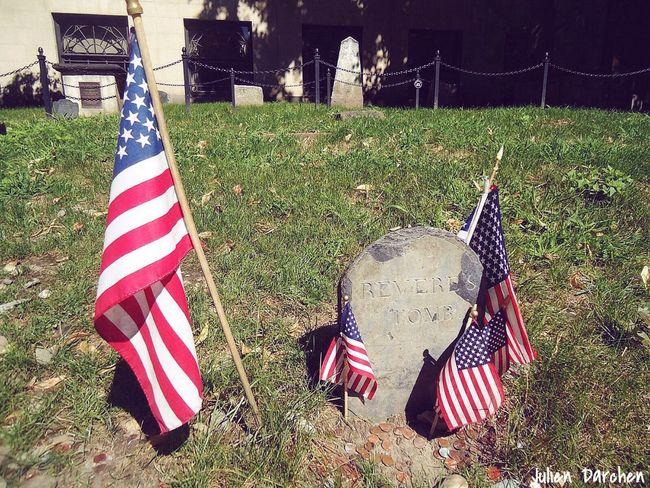 Boston Boston, Massachusetts Flag Cemetery United States USA Graveyard Beauty Tomb Memorial Memories USAtrip United States Of America FreedomTrail History Historic Historic City Grass