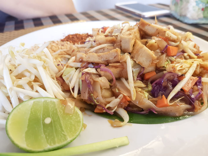 vegetarian food concept : pad thai noodles served with cayenne pepper Homemade Spicy Thai Food Asian Food Bean Cayenne Peppers Chilli Cooking Time Delicious Gourmet Cooking Healthy Eating Noodle Pad Thai Ready-to-eat Sprouts 🌱 Thai Food Tofu Traditional Vegan Vegetable Vegetarian Food Concept