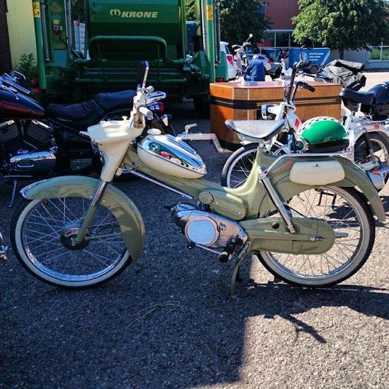 Nostalgi Mintcondition Nyskick Vacker konstverk moped mopperace moppe puch florida bjäre skåne sverige sweden vår spring yosweden instagram_i_sverige