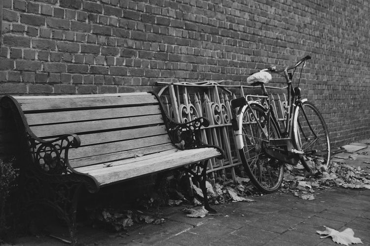 Getting back on this platform, because i got a new camera :) Hanging Out Taking Photos Hello World Relaxing Enjoying Life Outside Outdoors Different Blackandwhite Black And White Photography B&w Street Photography Streetphotography Bench Street TakeASeat Canon500d Canonphotography