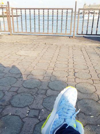 herseyden kaçmak için sadece sabah saatleri benimse bunu sonuna kadar kullanirim.. Kadıköy Nikeairmax TheWeekOnEyeEM First Eyeem Photo EyeEm Best Shots EyeEmTurkey People Of EyeEm Hello World Popular Photos