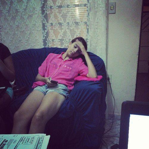 O que fazer quando sua amiga dorme no sofá? Mariana Acabada Rindomt