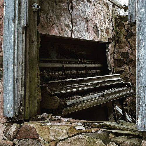 I found this beautiful old piano in an abandoned house. Taking Photos Check This Out Throghthelens Eye4photography  Bestpicoftheday EyeEm Best Shots Takenbyme Outdoor Photography Through My Eyes Taking Photos Abandoned Places Abandoned House Abandonedporn Old House