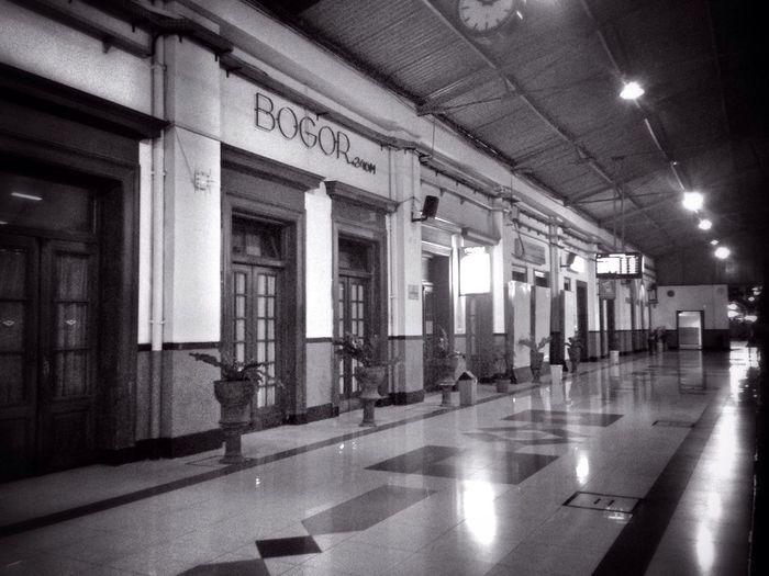 Empty Station Streetphoto_bw