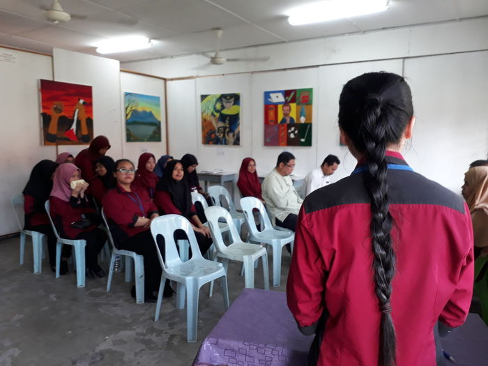 Pendidikan Seni Visual Adult People Indoors  Watching Standing Women Adults Only Student Seminar Young Adult Day Visual Creativity
