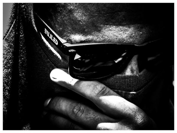 Hide before the glass Human Body Part One Person Close-up Human Hand Adult Adults Only One Man Only Men Only Men Real People Day NewHere ✌🏽️😄 Glasses Blackandwhite Hidden EyeEmNewHere