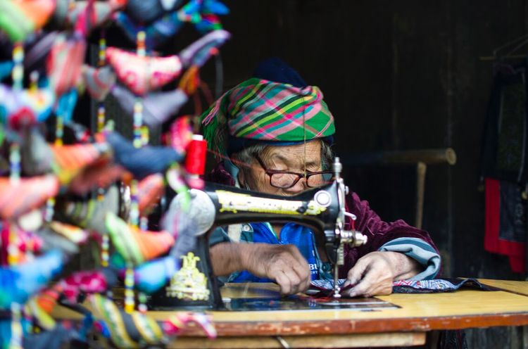Local artist weaving Focus Travel Photography Lifestyles Tradtional Dresss Traditional Culture Totem Art Art Is Life Women The Street Photographer - 2018 EyeEm Awards