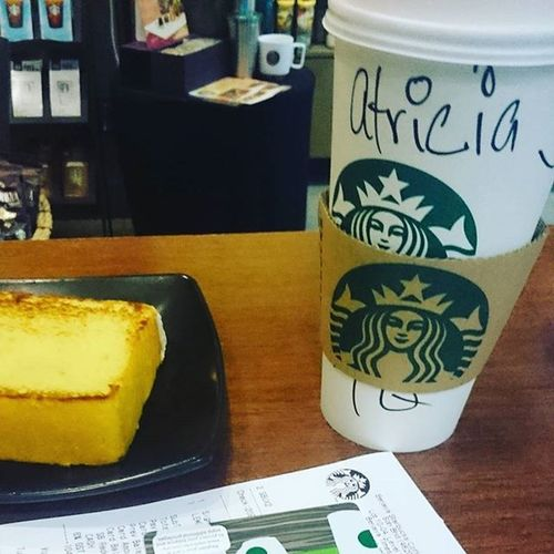 Flashback Krabitrip September Day0 ..the story goes like this friends come from different places so we meet up at the airport..meanwhile waiting for few hours ok la bought this 1st drink with name spelled correctly.. . starbucks hotchocolate
