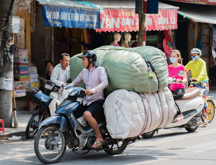 Vietnam, Hanoi - October 21, 2016: Vietnamese street vendors act and sell their vegetables and fruit products in Hanoi, Vietnam Assistants Baskets Bicycle Concept Hanoi Vietnam  Huế Imperial City Street Shop Street Vendors Vegetables And Fruit Vendors Vietnam Vietnamese Vietnamese Man