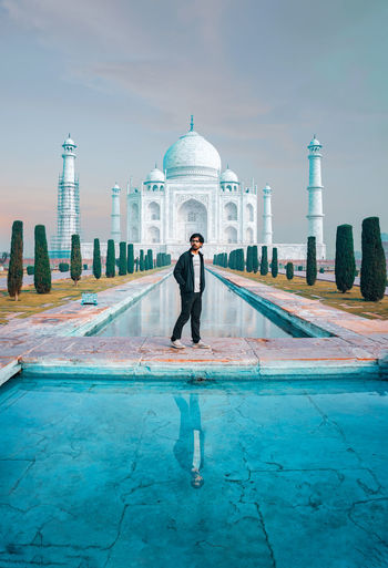 Full length of man standing against taj mahal