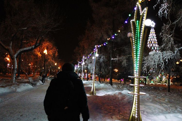 Ночной и зимний город Night Illuminated Real People Celebration Winter Decoration Snow City Cold Temperature EyeEmNewHere