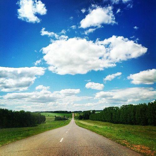 Ехаем ехаем Дорога просторы небо небоголубое лето облака солнечно травка Landscape Sky Skyscraper Skyporn Clouds Sun Sunday Summer