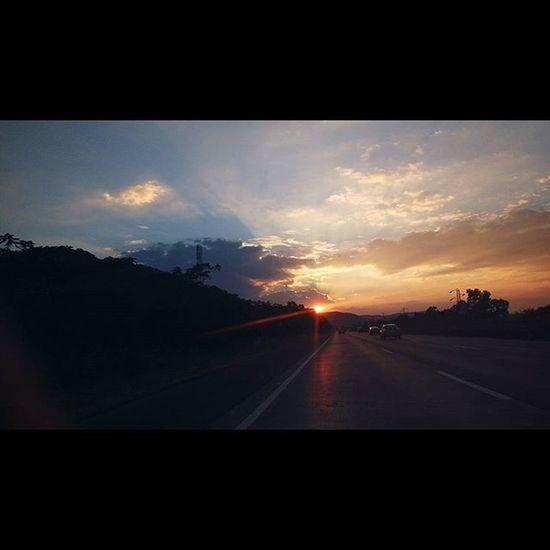 Express way scenes Sunset Sobeautiful Boysonaroadtrip Roadtripping Roadlife Travelers 700km Goa_maharastra_karnataka_ 3cities Somuchfun Awesometrip Ahd Goa Mytravelgram