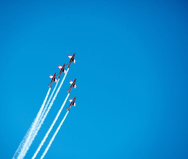Planes Taking Photos Victoria Plane Capture The Moment Airplane Airplane In The Sky Skylovers Sky Airforce Roulettes