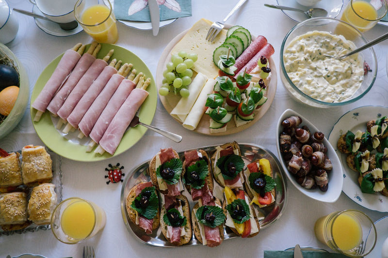 Cheese Food And Drink Food Table Healthy Eating Freshness Ready-to-eat High Angle View Wellbeing Indoors  Plate Vegetable No People Still Life Serving Size Egg Variation Choice Meal Fruit Bowl Glass Breakfast Breakfast Bread Bacon