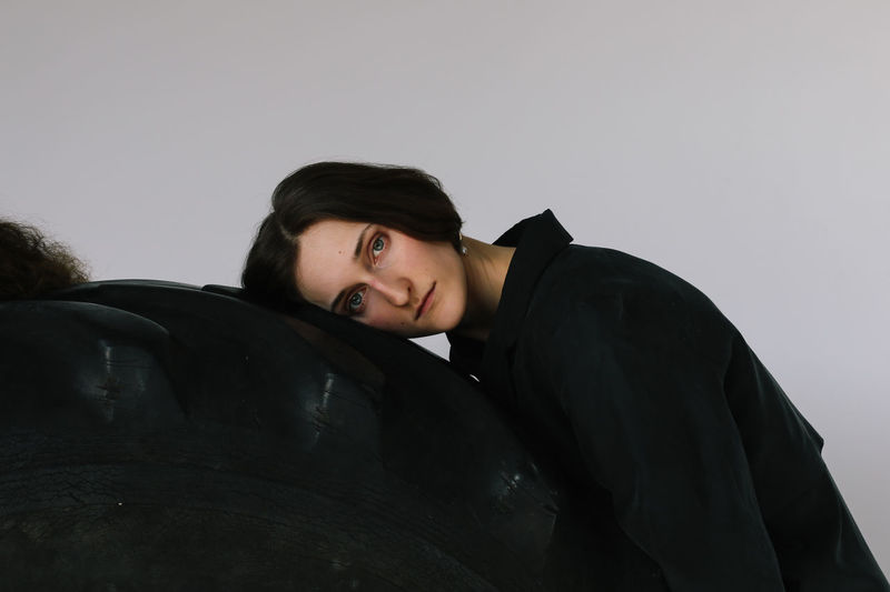 Young Adult Portrait Looking At Camera Real People One Person Leaning Contemplation Studio Shot Black Color Front View Lifestyles Indoors  Women Young Women Portrait Of A Woman Girls Girl Beautiful Sad Sadness Females Black Looking At Camera Serious Seriousface