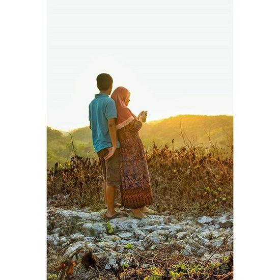 Kemesraan ini janganlah cepat berlalu 🎤🎤💪 Sunrise Pantai Sundak Canon Couple