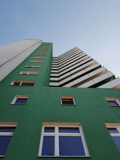 Vscocam VSCO Streetphotography Berlin Lookingup Architecture City Residential Building Window Architecture Building Exterior Sky Built Structure Green Color