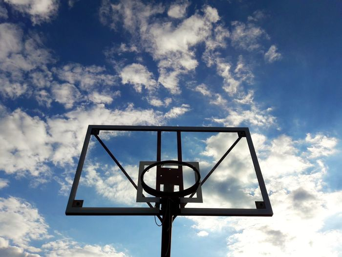 Basketball - Sport Basketball Hoop Sport Low Angle View Cloud - Sky Basketball Player Sky Scoring Court Leisure Games Competitive Sport Team Sport Competition Day Outdoors Sports Uniform Scoreboard No People Sports Team EyeEm Best Shots Eye4photography  High Angle View