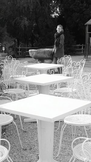 WhiteCollection Black & White white tables In The Garden In Fila Per Tre