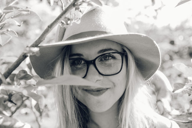 Beautiful Woman Close-up Day Eyeglasses  Focus On Foreground Front View Headshot Leisure Activity Looking At Camera One Person Outdoors Portraits Real People Smilling Tree Yound Woman Young Adult