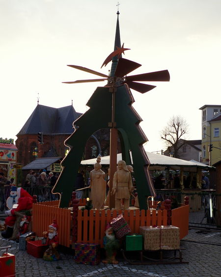 Holzpyramide - Weihnachtsmarkt Torgelow Cristmas Market Day Holzfigur Pyramide Tag The Culture Of The Holidays Torgelow Weihnachtsmarkt Wooden Figure