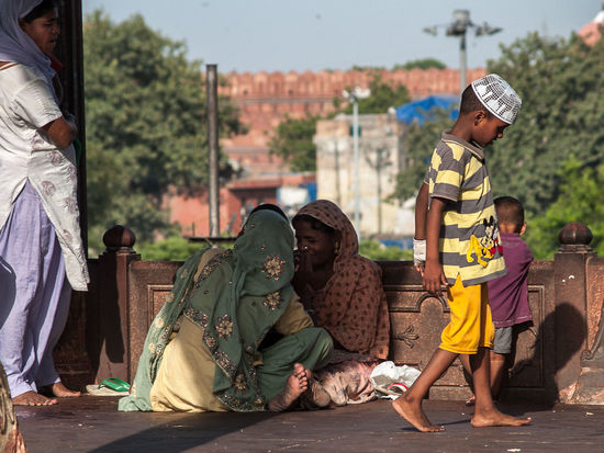 Casual Clothing Child City Life Day Focus On Foreground Hat Indianstories Leisure Activity Lifestyles Mosquee Mothers Newdelhi Outdoors Sitting Street Streetphotography Women