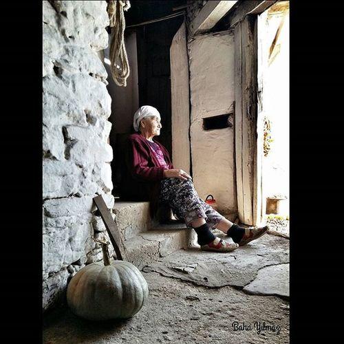 Turkeyphotooftheday TagsForHearts Photographers_tr Ig_turkey Turkishfollowers Hayat Lifeinism Gününfotoğrafı Turk_kadraj Turkeystagram Turkeyphotooftheday Foto_turk Grandma Old Village Art Time Oldtimes