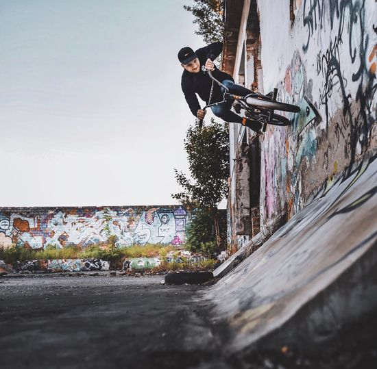 Graffiti Street Art Skateboard Skateboard Park Sports Ramp Full Length Skill  Young Adult Day Youth Culture One Person Lifestyles Real People EyeEm Best Edits Outdoors Challenge City Bmx  Men One Young Man Only The Photojournalist - 2017 EyeEm Awards The Great Outdoors - 2017 EyeEm Awards Live For The Story EyeEm Gallery The Week On Eyem Out Of The Box Place Of Heart Let's Go. Together. EyeEm Selects