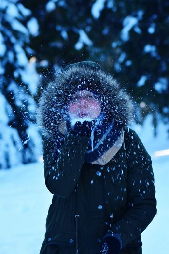 Winter Snow Warm Clothing Cold Temperature Human Body Part Uniqueness snowing Outdoors Girl Girl Power Blowing Snow Teenager Woman Woman Portrait Young Adult Young Women Schnee Frost Frosty Mornings Frosty Fun Woman Of EyeEm Spaß Spaß Am Leben