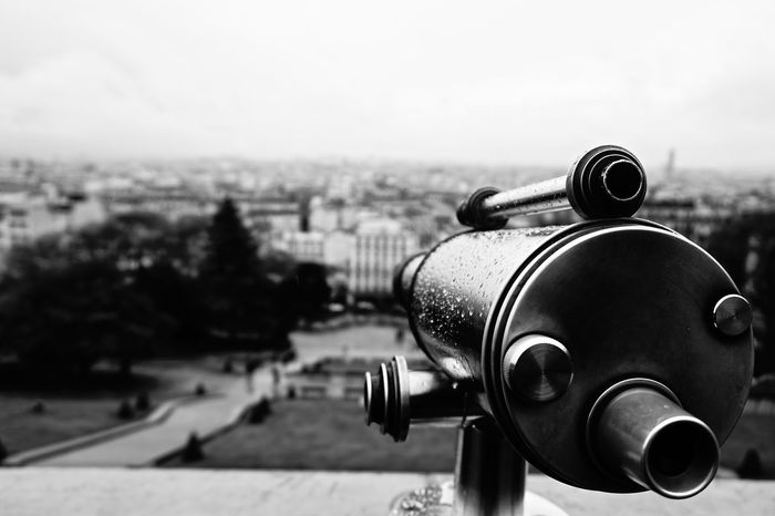 Close-up Coin-operated Binoculars No People Noiretblanc Outdoors Selective Focus Telescope Wet Monochrome Photography Montmartre Sacré-Cœur De Montmartre