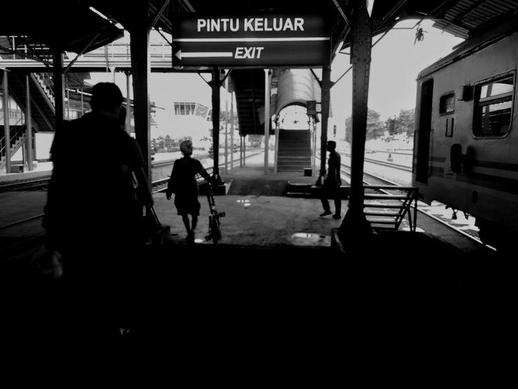 Benproject Silhouette EyeEm Indonesia INDONESIA EyeEm The Streets EyeEm Best Shots - The Streets Street Photography Maklumfoto Public Places Indonesian Street Photography Maklumfoto Streetphotography_bw The Week On Eyem