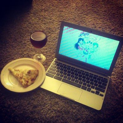 #lowcalorie (200 cals) #garlic #chicken #pizza, #wine, and the internet. Waiting for my husband to come home... Teamchromebook Pizza Bored Wine Chicken Foodie Redwine 2 Garlic Foodporn Foodstagram Chromebook Lowcalorie Emswife Samsungchromebook
