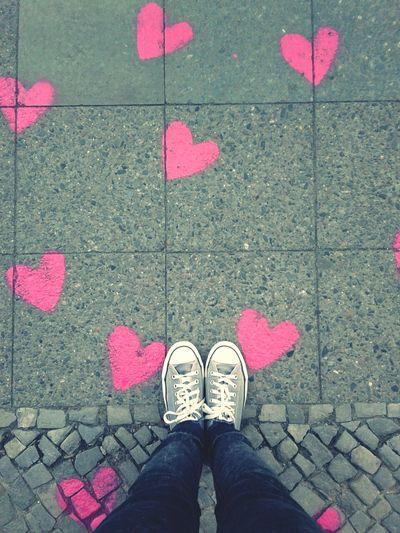 Neulich In Neukölln: The Walk Of Love. Streetart STREETHEART
